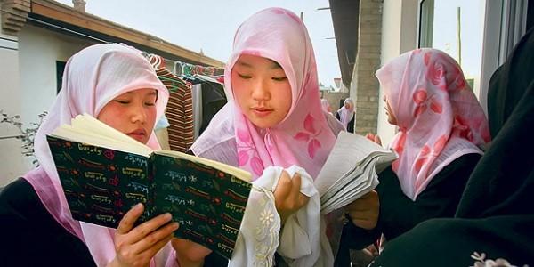 Jeunes femmes musulmanes dans un  village musulman pour les études arabes, à Wuzhong, en Chine (Photo muslimvillage.com)