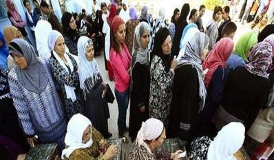 Femmes devant un bureau de vote. Reuters/Zohra Bensemra