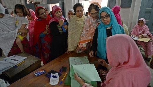 Intérieur d'un bureau de vote à Islamabad/ Source cnn.com