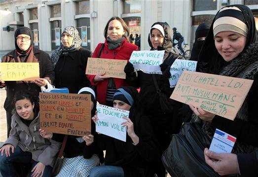 Le foulard islamique à la croisée d'enjeux socio-Politique.