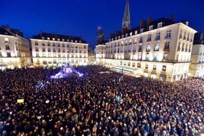 Manifestation à Nantes le 7 janvier 2015 en mémoire des victimes des frères Kouachi/RTL