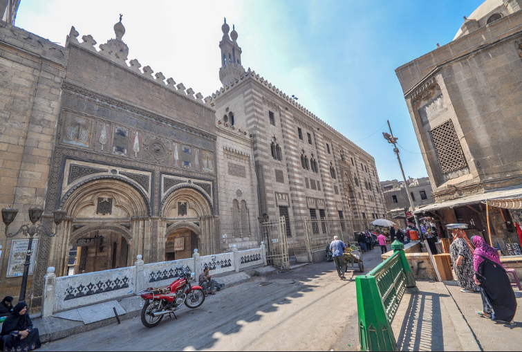 Al Azhar Al Sharif mosque and university, Minaret of Qunsah al Ghuri on the right. Jorge Láscar/Flickr