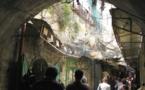 A Hébron, le keffieh palestinien fait de la résistance