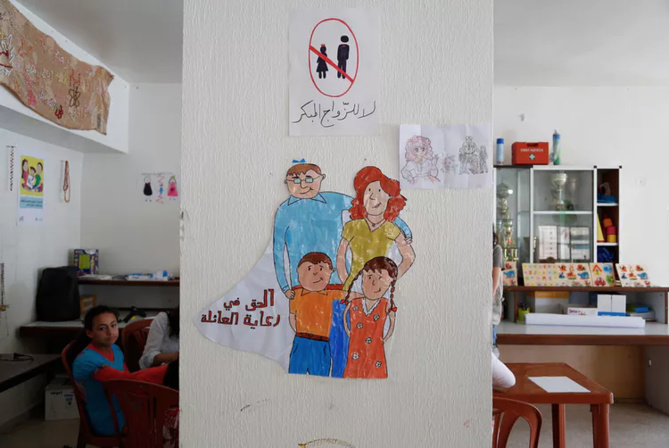 Des jeunes réfugiées syriennes ont réalisé une série de dessins sur le thème du mariage précoce dans un centre d'accueil au sud du Liban.  Russel Watkins/UK Department for International Development, CC BY-SA