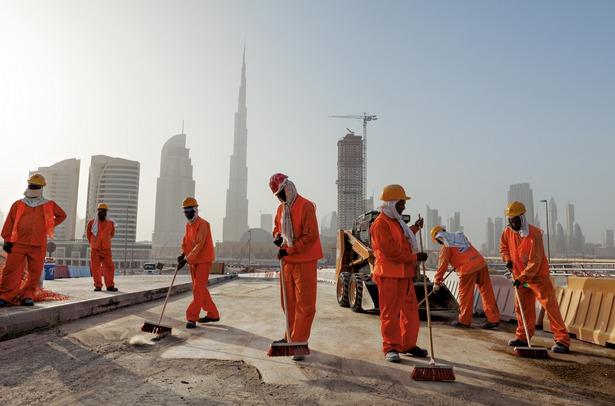 Travailleurs Indiens et Pakistanais à Dubaï. © Jonas Bendiksen