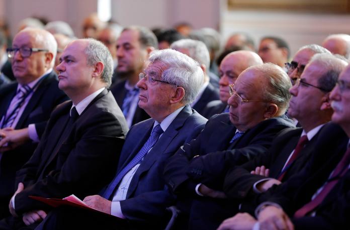 Bruno Le Roux, Jean-Pierre Chevènement et Dalil Boubaker, le 12 décembre 2016 à Paris. / FRANCOIS GUILLOT/AFP