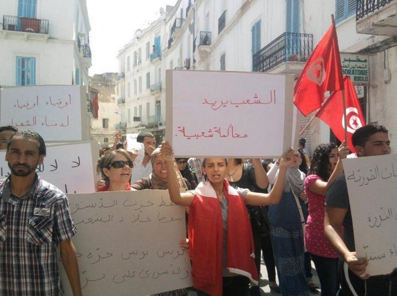 Manifestants tunisiens demandent une réforme de la justice (2011)