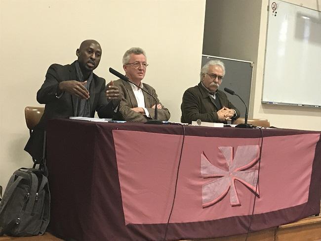 """De gauche à droite : Youssouf Sangaré, Jean-Luc Pouthier, Mohammed Ali Amir-Moezzi. Photo prise le 25 novembre 2017 lors d'une conférence au Centre Sèvres (Facultés Jésuites, Paris) intitulée """"Un islam ou des islams ?"""""""