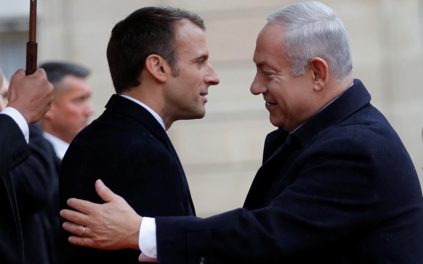 Le président français Emmanuel Macron accueille le Premier ministre israélien Benyamin Netanyahou à Paris, le 11 novembre 2018 (Reuters)