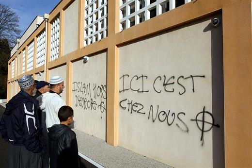 Le 24 novembre 2012 sur la mosquée de Villefontaine (Isère)