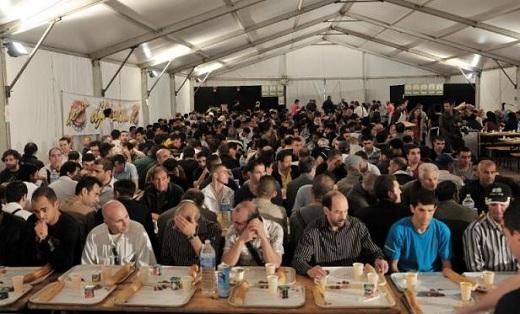 Lors d'une soirée de rupture du jeûne à Marseille/AURORE MARECHAL AFP