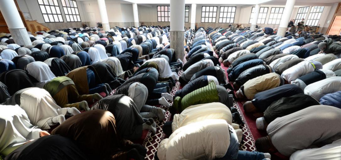 Conversions à l'islam: les chercheurs essaient de comprendre